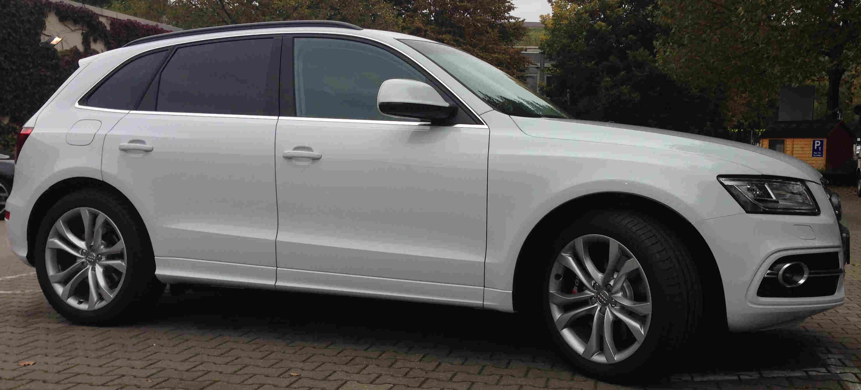 Audi SQ5 mit Extras in weiss