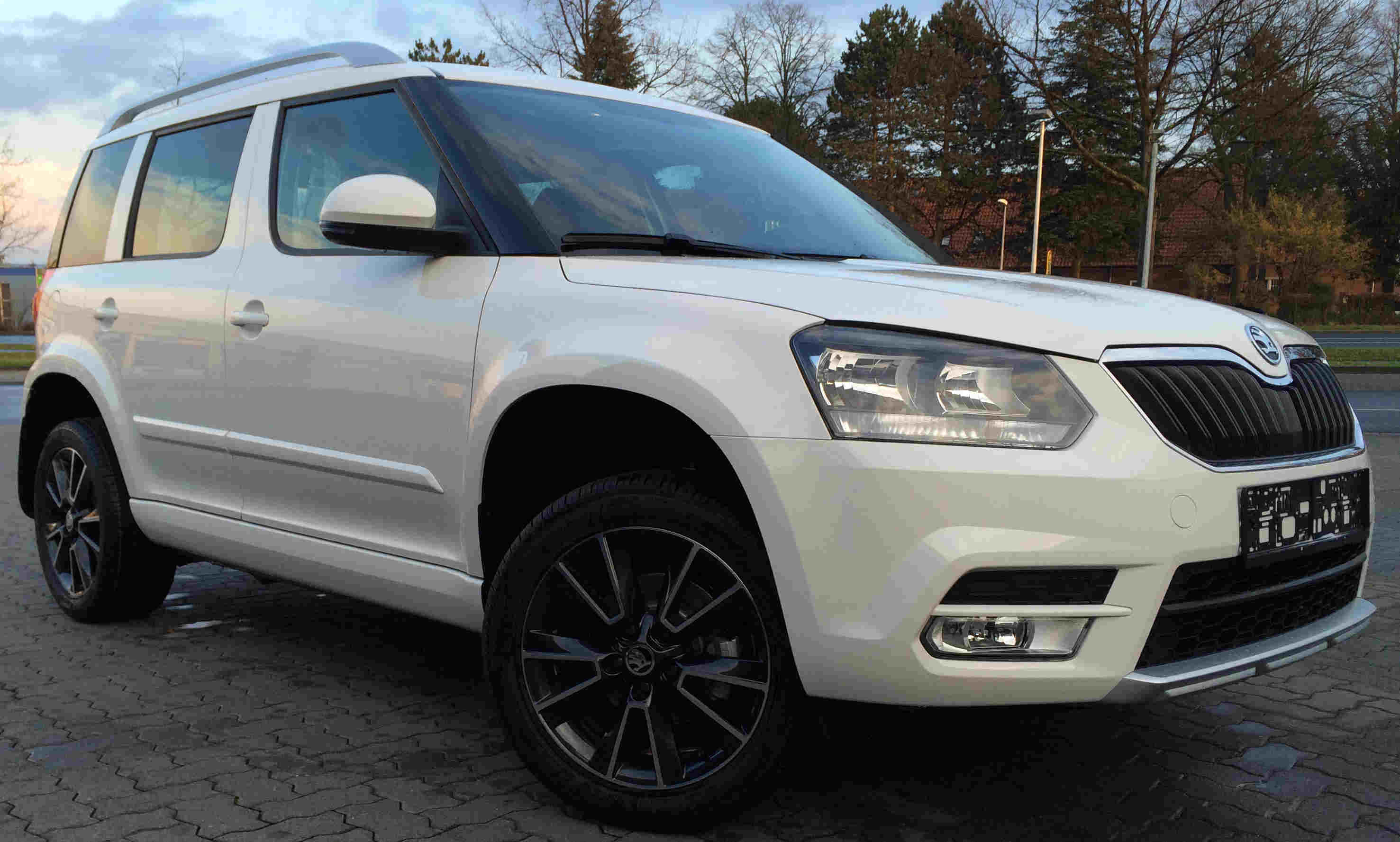 skoda yeti neues modell 2015 2016 active ambition elegance allrad 4x4 dsg eu neuwagen reimport. Black Bedroom Furniture Sets. Home Design Ideas